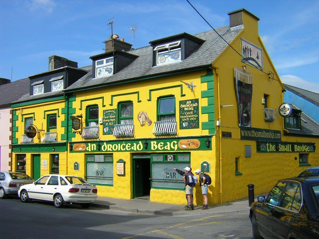 yellow_irish_pub